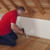 To bond skirting-boards